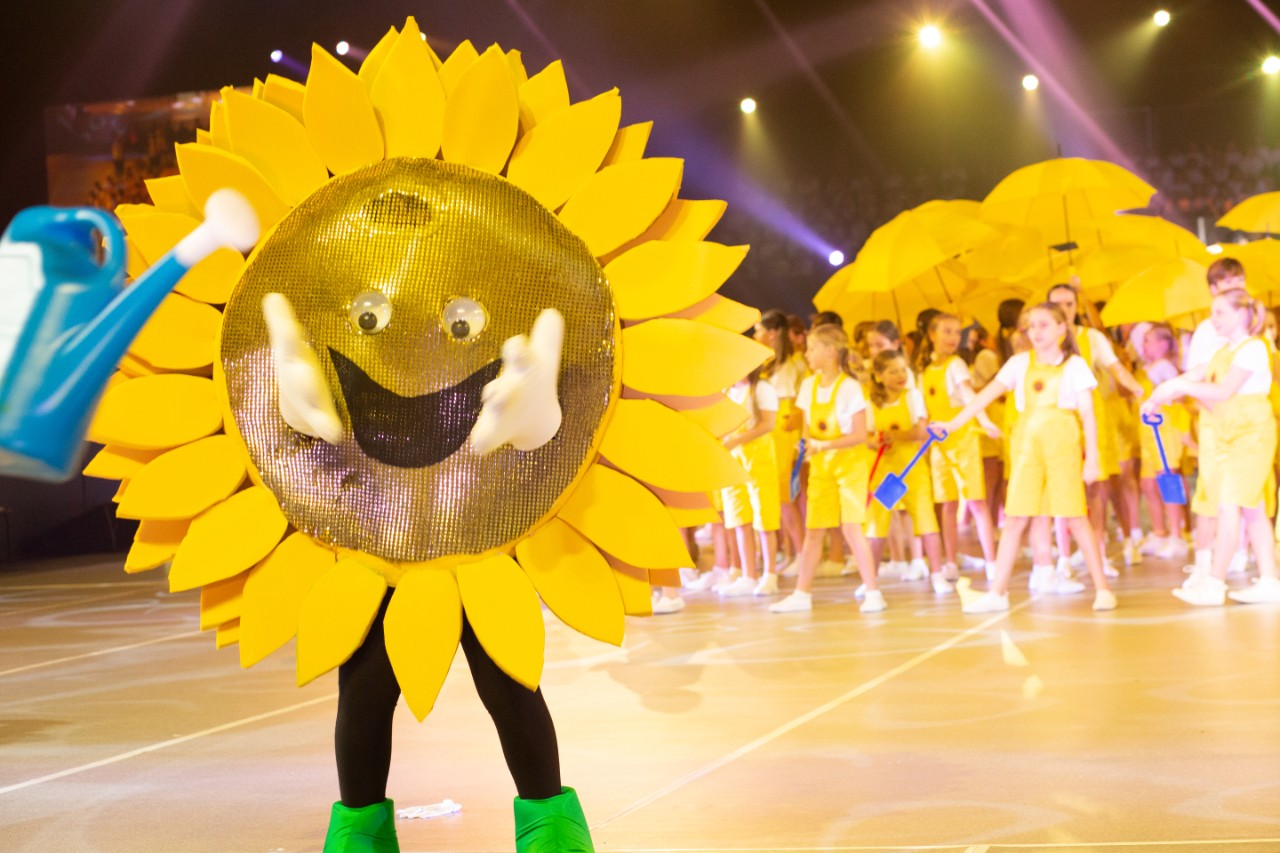 sunflower puppet costume of Star Struck stage